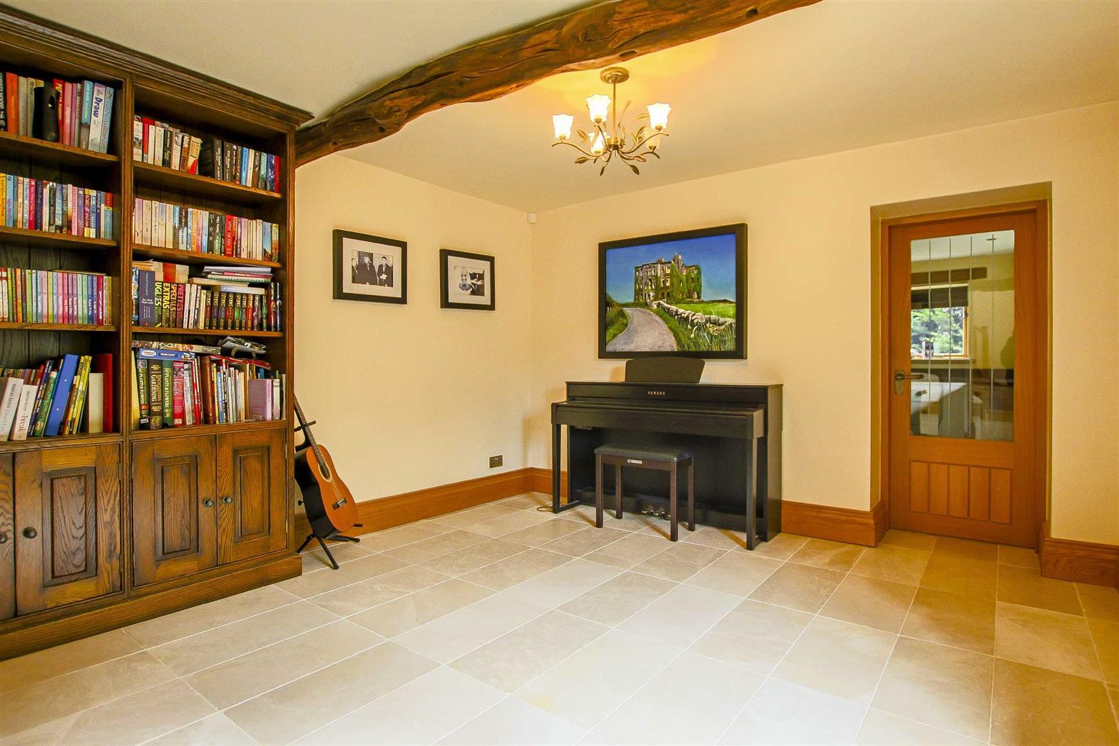5 Bedroom Cottage For Sale - Image 34